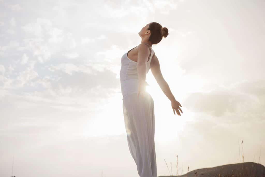 Prendre soin de soi - Femme en forme respiration